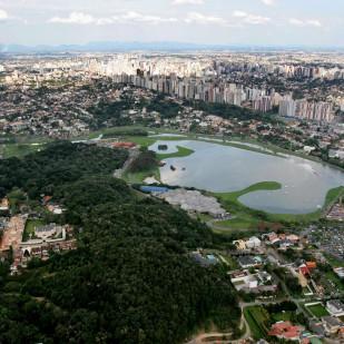 Parque Barigui_Vista parcial de Curitiba e seus Eixos Estruturais